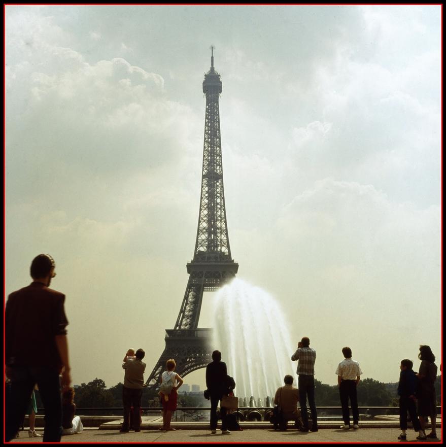Der Eiffelturm im Strahl der Wasserkanonen