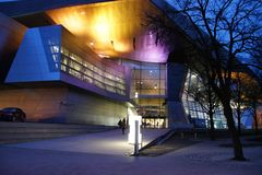 Der Eingang zur BMW Welt München