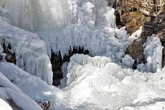 Der eingefrorene Bergbach! - Le ruisseau de montagne gelé!