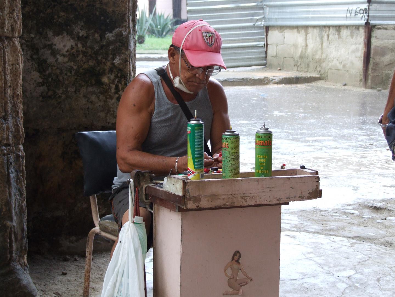 """Der """"Einweg""""-Feuerzeug Reparateur - Habana Vieja"""