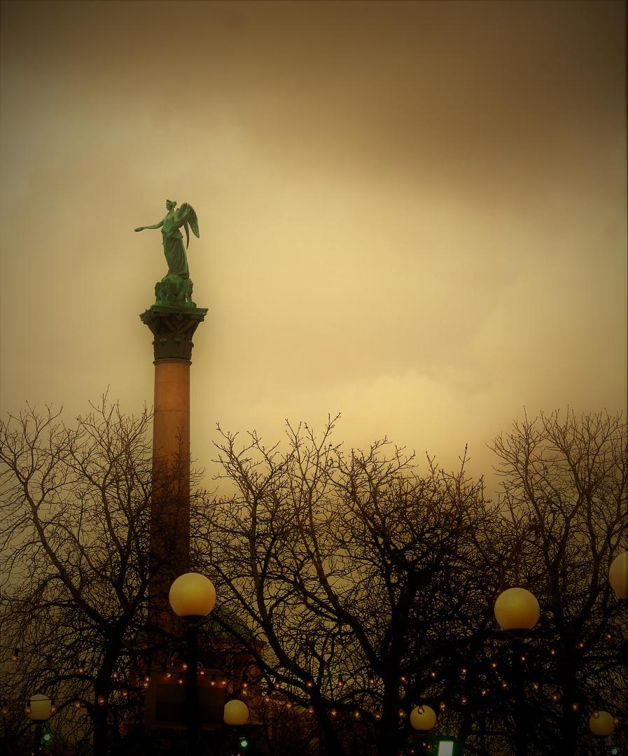der Engel über Stuttgart im Winter