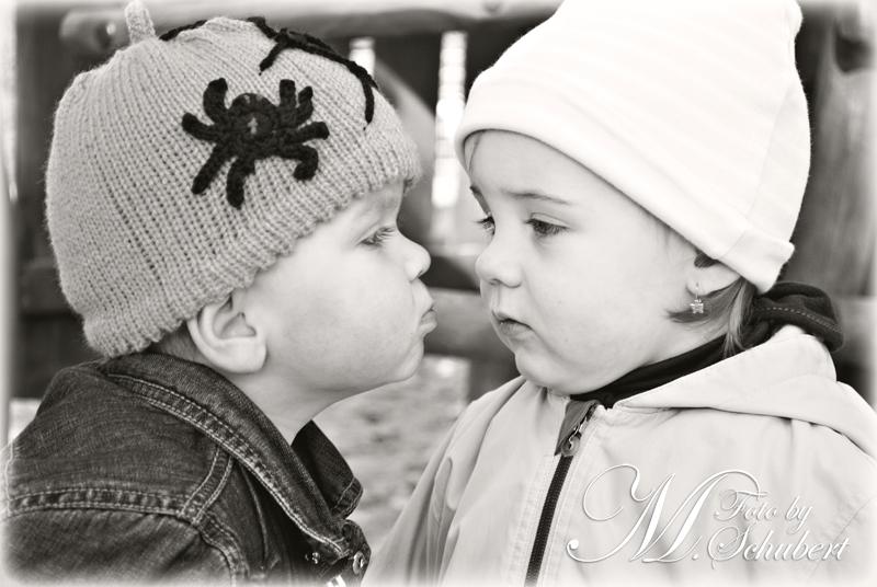 Der erste Kussversuch :)