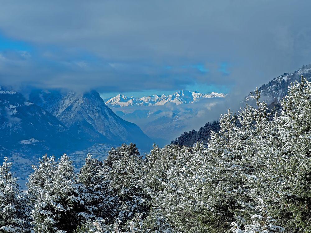 Der erste Schnee im Rhonetal. - La première neige dans la vallée du Rhône...