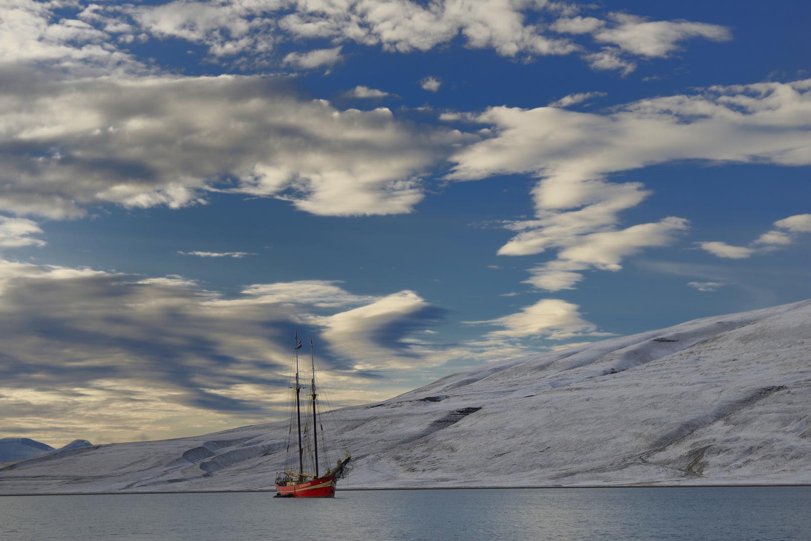 Der erste Schnee in der Skansbukta, Spitzbergen