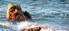 Der Fels mit Gesicht in der Brandung