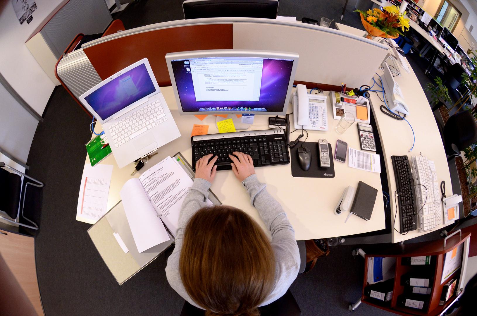 Der Frau Schaller ihr Schreibtisch