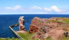 """Der freistehende Felsen """"Lange Anna"""" an der Nordspitze von Helgoland"""