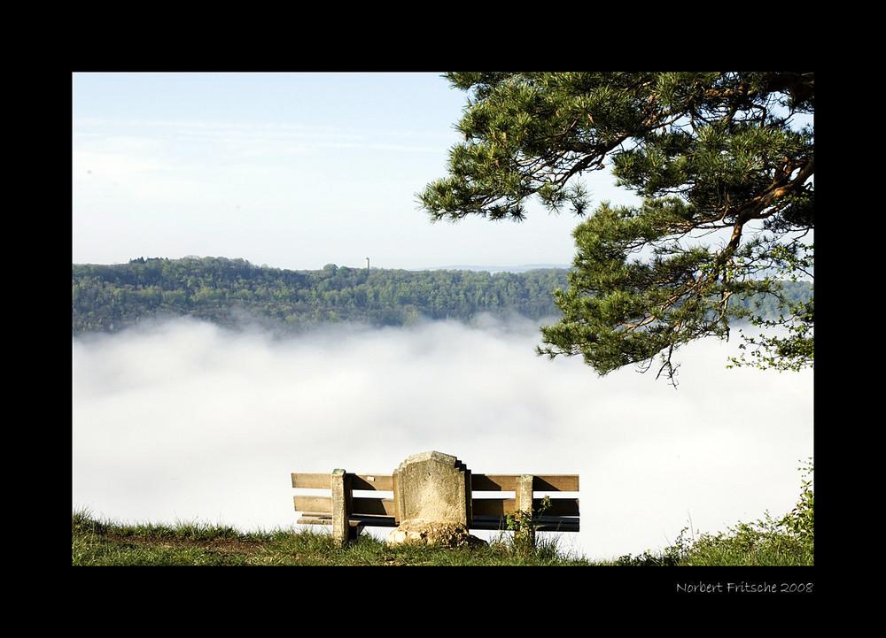 Der Fuchsturm über dem Morgennebel