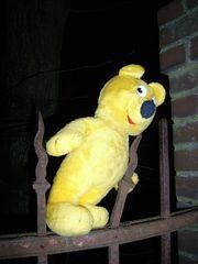 Der gelbe Bär als Eisenbieger