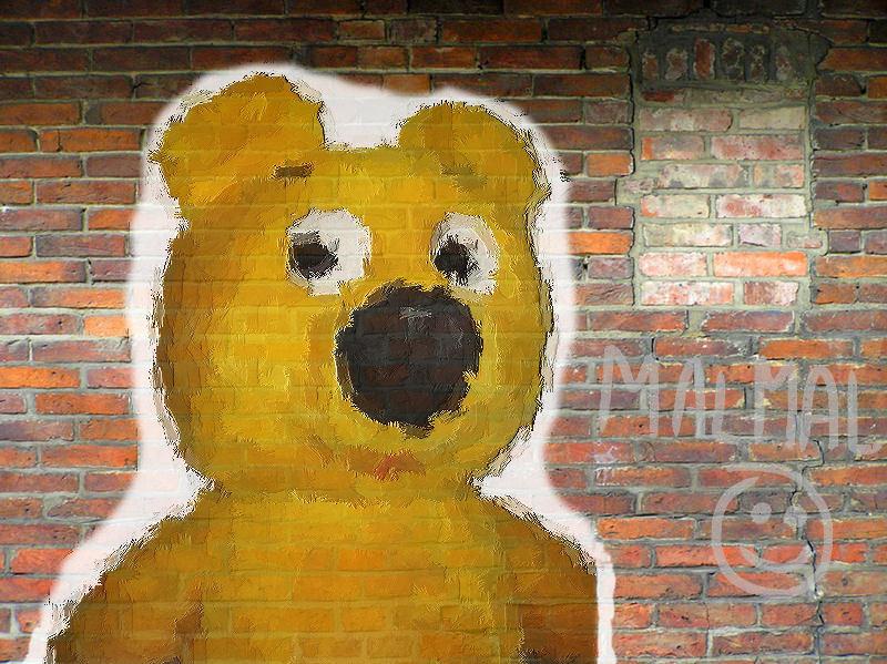 Der gelbe Bär an der Wand