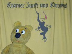 Der gelbe Bär auf dem Mittelaltermarkt (1)