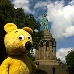 Der gelbe Bär beim Hermannsdenkmal