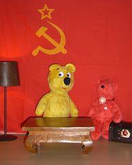 Der gelbe Bär besucht den roten Bär