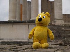 """Der gelbe Bär fragt: """"Was haben uns die Römer gebracht..."""""""