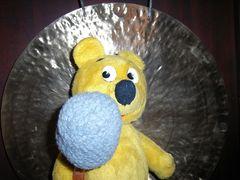 Der gelbe Bär gongt den Frühling ein...