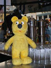 Der gelbe Bär hilft...Ausschenken