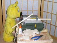 Der gelbe Bär hilft...beim Basteln