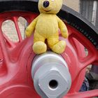 Der gelbe Bär im Dampflokwerk