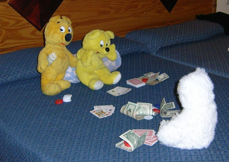 Der gelbe Bär im Hotel-Casino