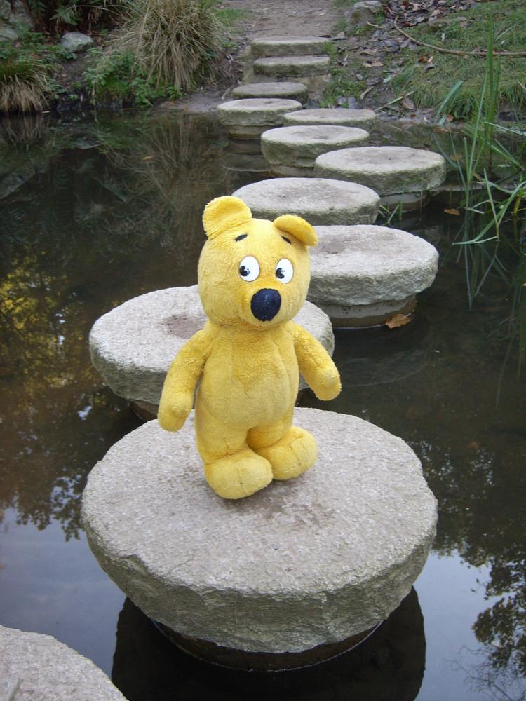 Der gelbe Bär wünscht Euch alles Gute auf Euren Wegen