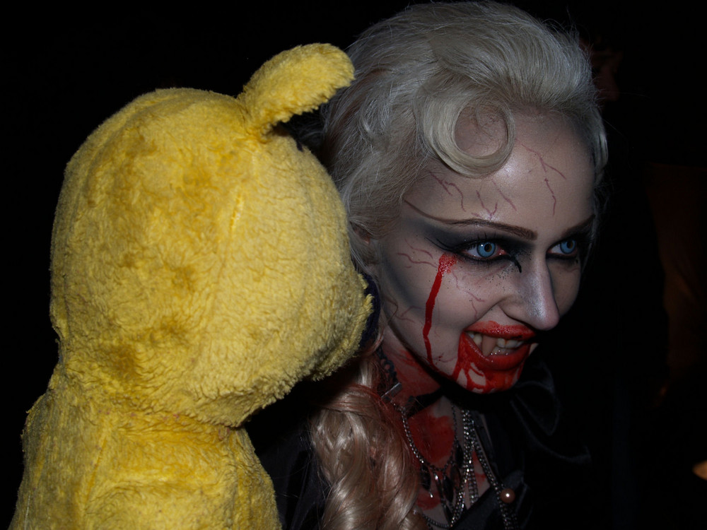 "Der gelbe Bär wünscht ""Happy Halloween"""