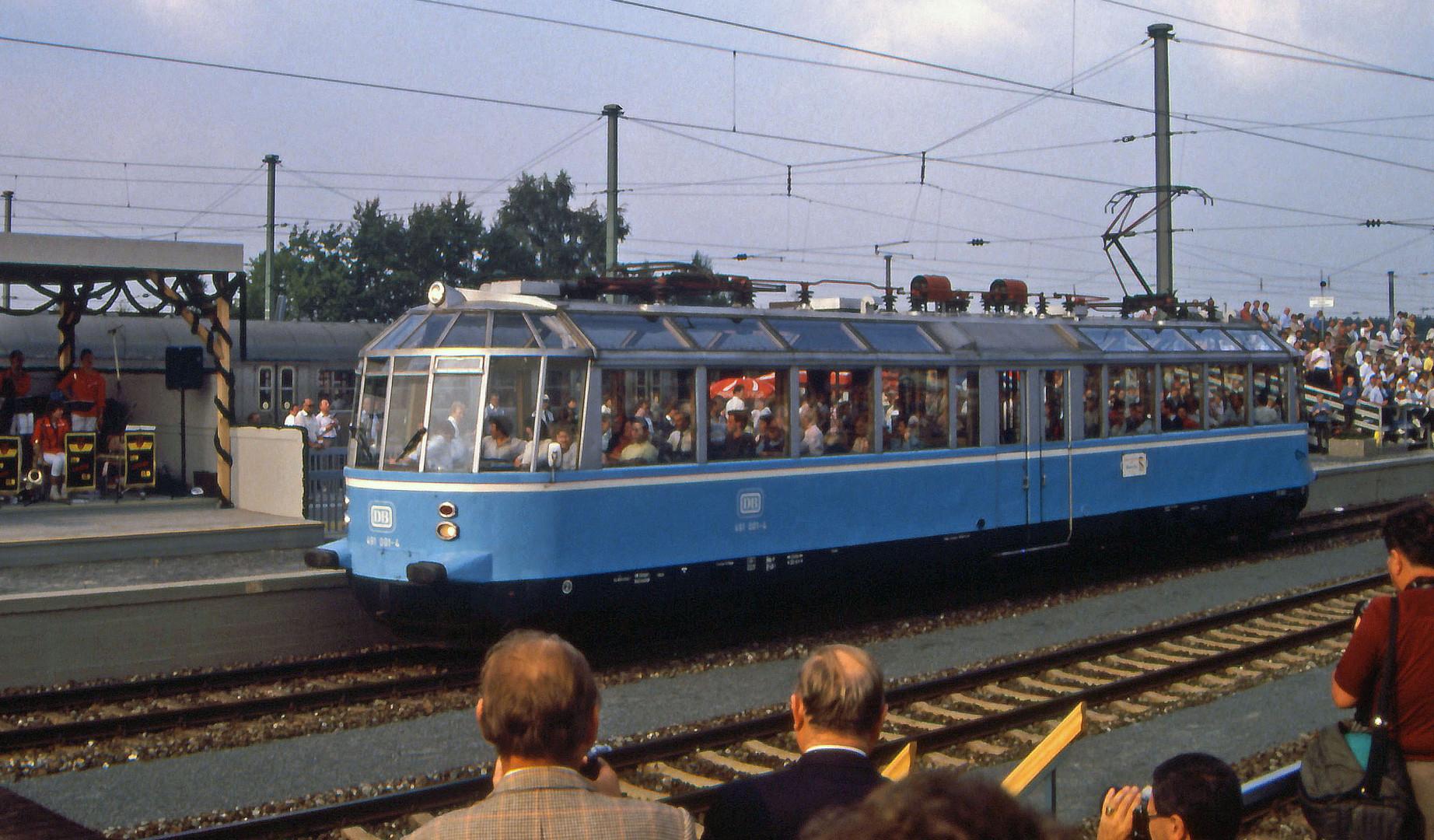 """Der """"Gläserne Zug"""" ..."""