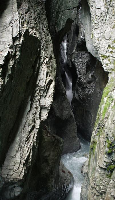 """Der Gletscherfluss """"frisst"""" sich durch den Fels (1)"""