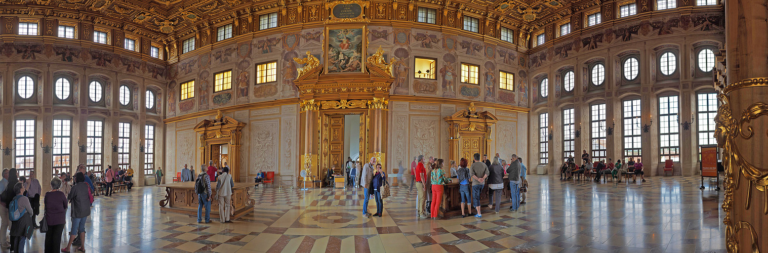 Der goldene Saal