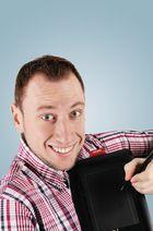 Der Grafiker mit seinem Tablet