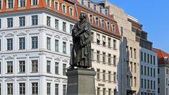 Der große Reformator Martin Luther vor der Frauenkirche...