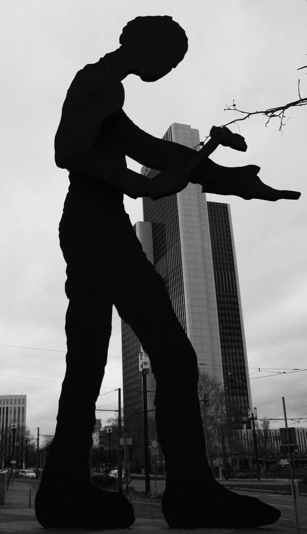 Der Hammer-Mann an der Frankfurter Messe