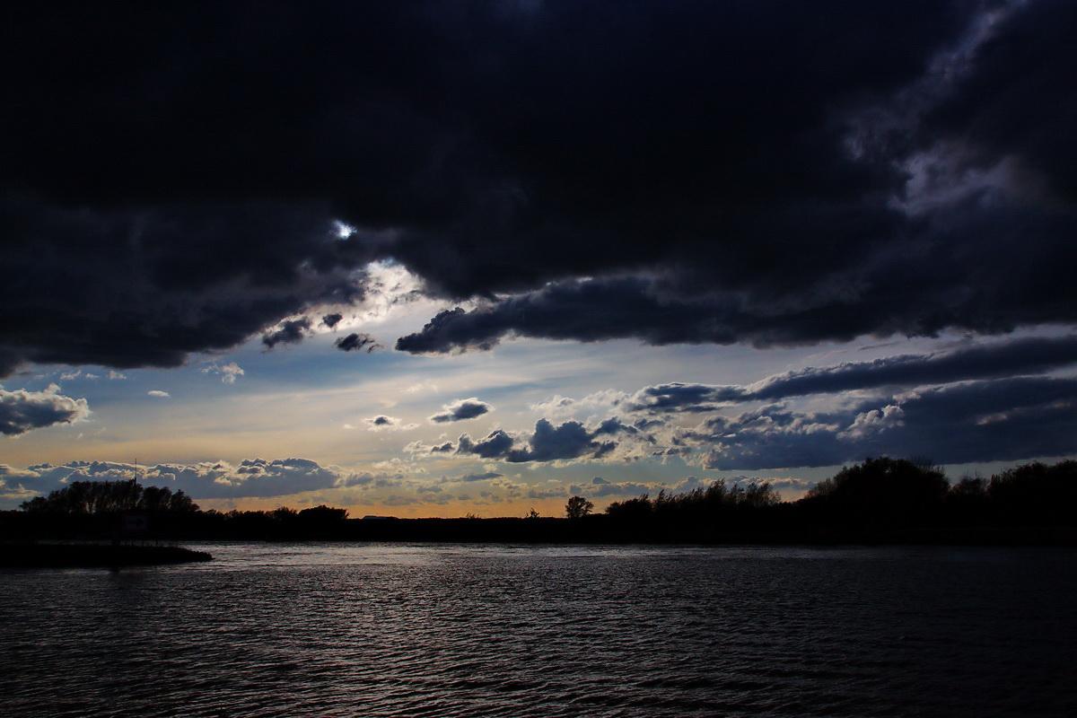 der Himmel drückt...