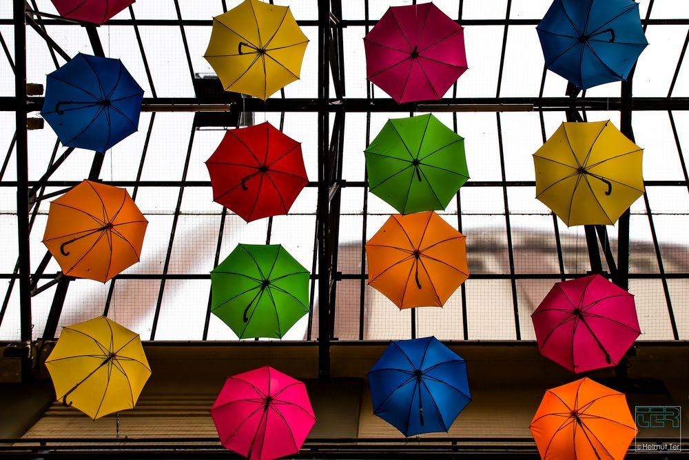 Der Himmel hängt voller Schirme