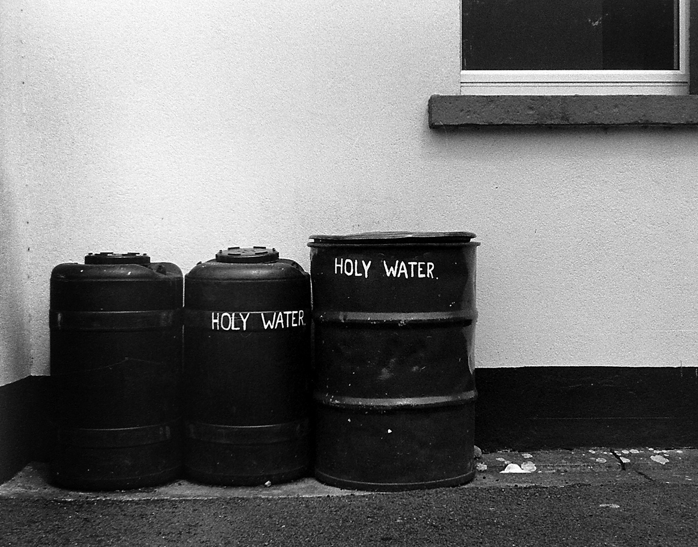 Der Hinterhof einer irischen Kirche