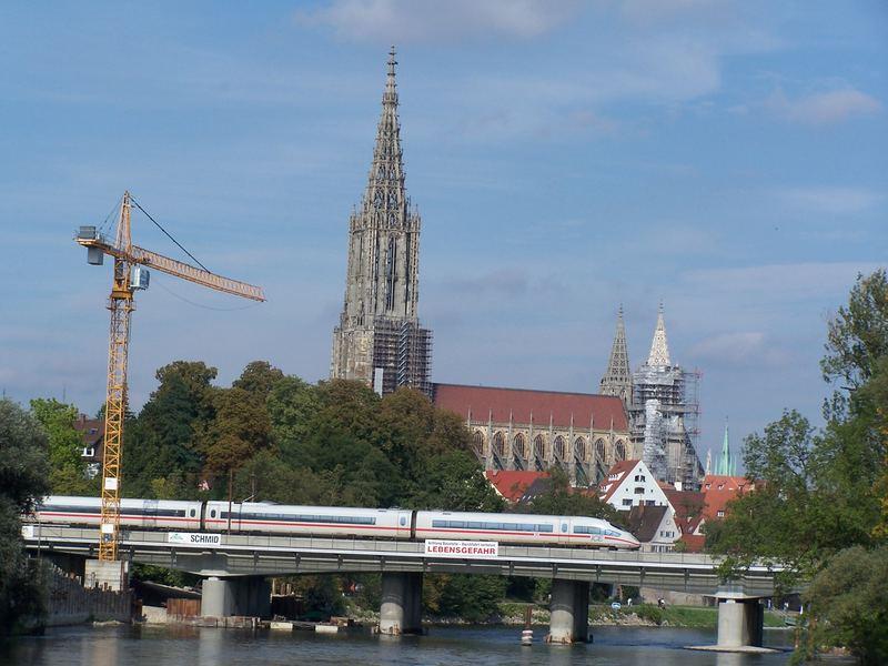 Der Höchste Kirchturm Der Welt Das Ulmer Münster Hinter Der Neuen