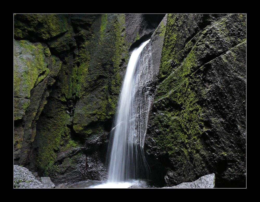 Der Höhlenwasserfall Stakkoltsgja