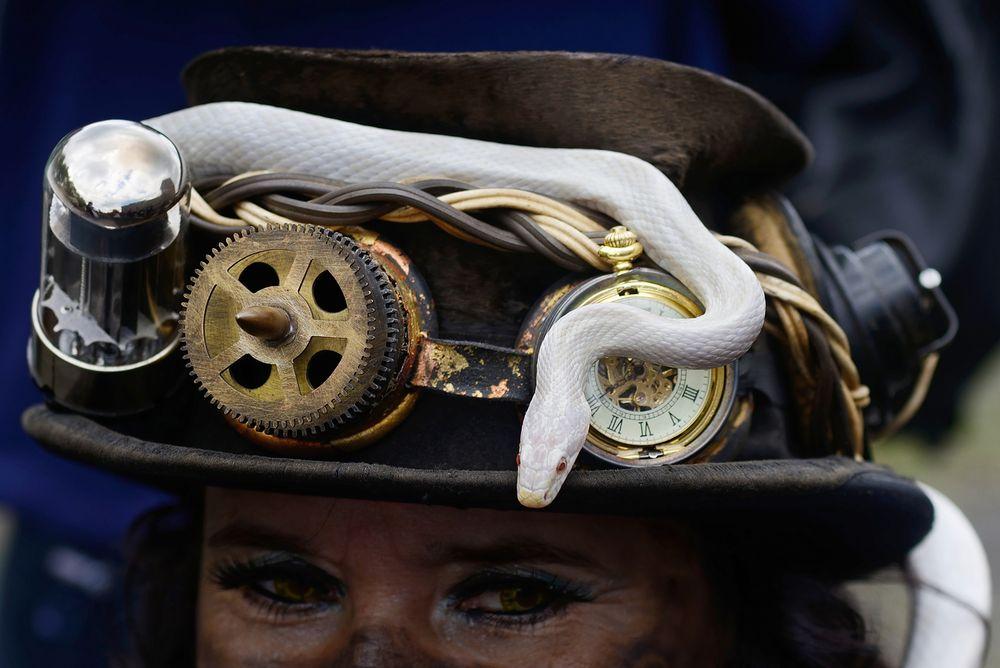 Der Hut steht ihr gut