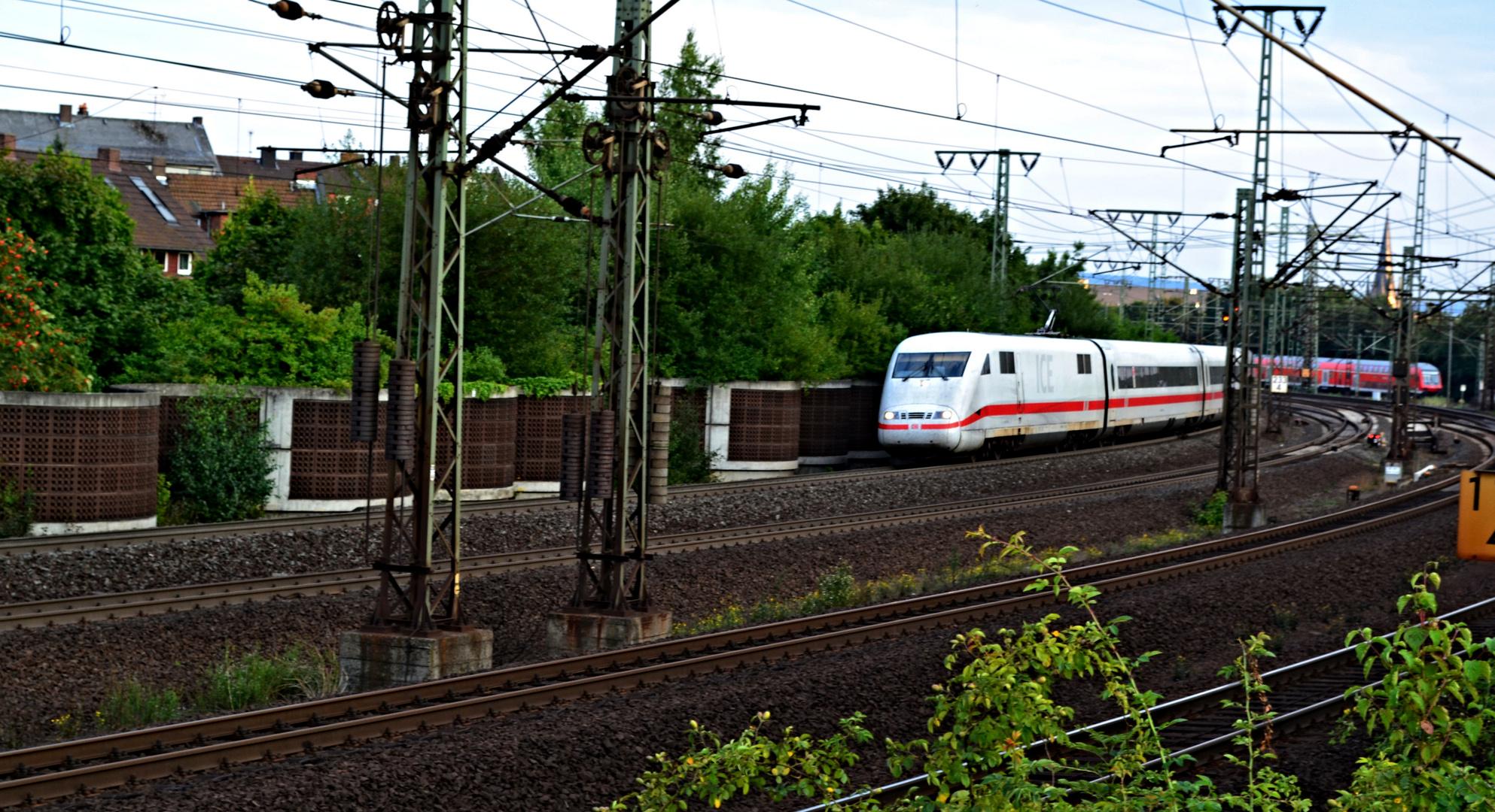 Der ICE auf Neubaustrecke nach Kassel ...