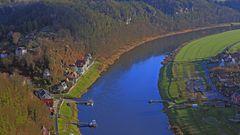 Der idyllisch gelegene Ort Rathen in der Sächsischen Schweiz...