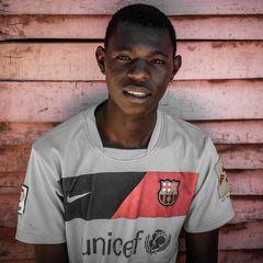 Der Junge mit dem Unicef T-Shirt