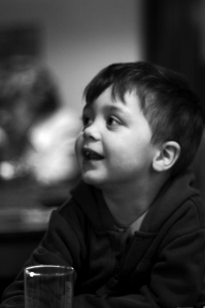 Der Junge mit dem Wasserglas von stillerdialog