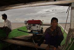 der käptn und sein bootsman,am irrawaddy vor bagan, burma 2011