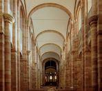 Der Kaiserdom hat eine Gesamtlänge von 134 m, das Mittelschiff ist 33 m hoch...