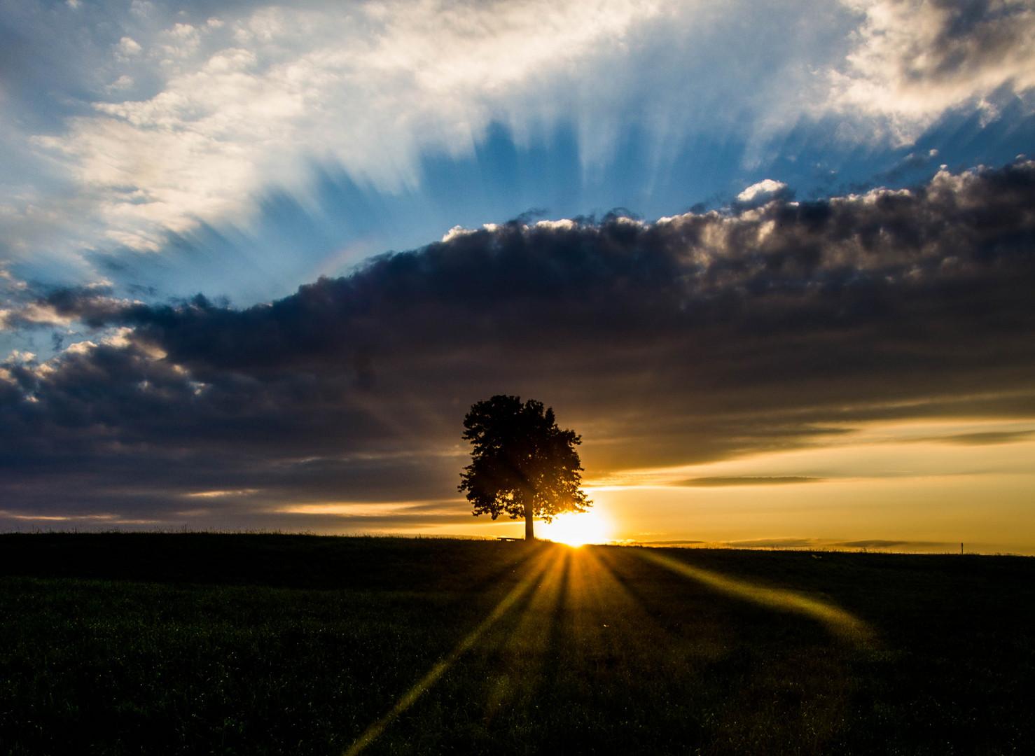 Der Kampf zwischen Sonne und Wolken