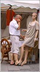 Der Kaufmann und seine Puppe (beim Münchner Stadtfest)