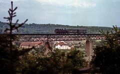 Der kleine Zug auf der großen Brücke