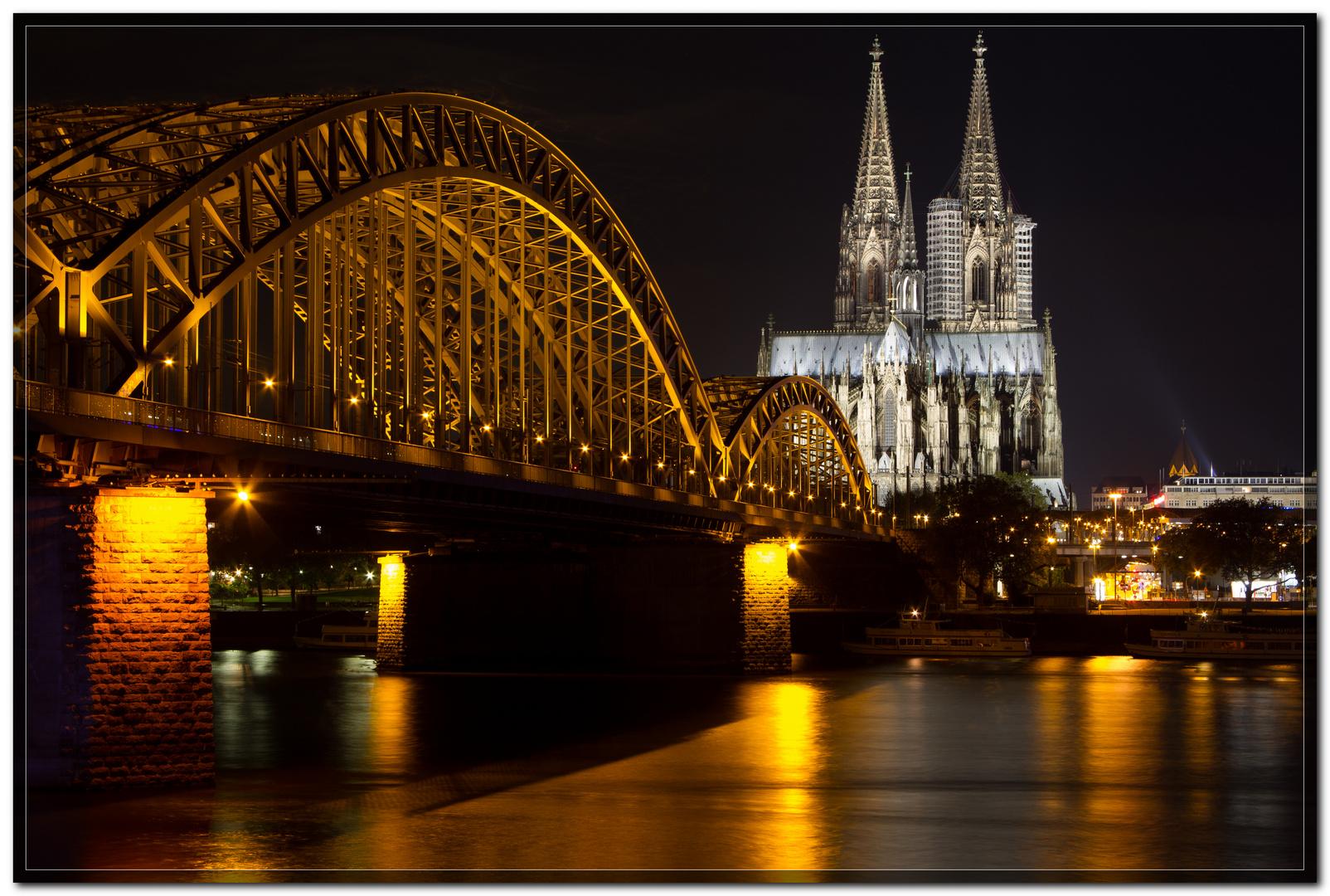 Der Kölner Dom bei Nacht V