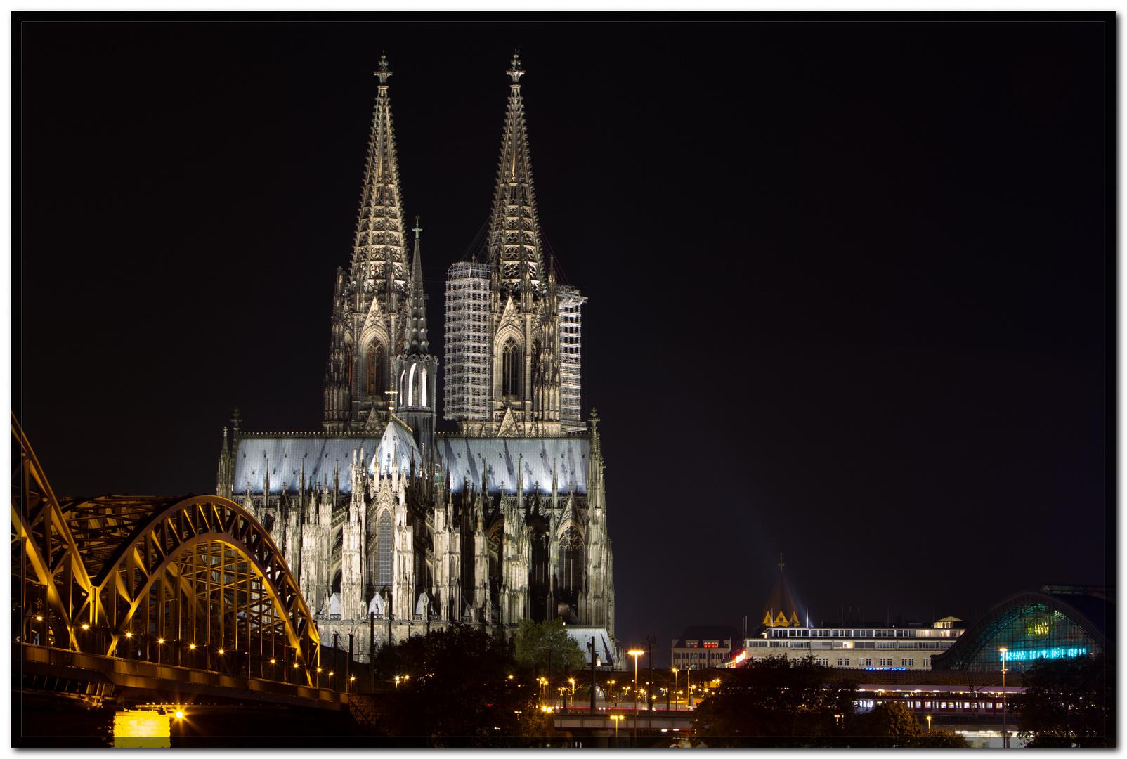 Der Kölner Dom bei Nacht VII