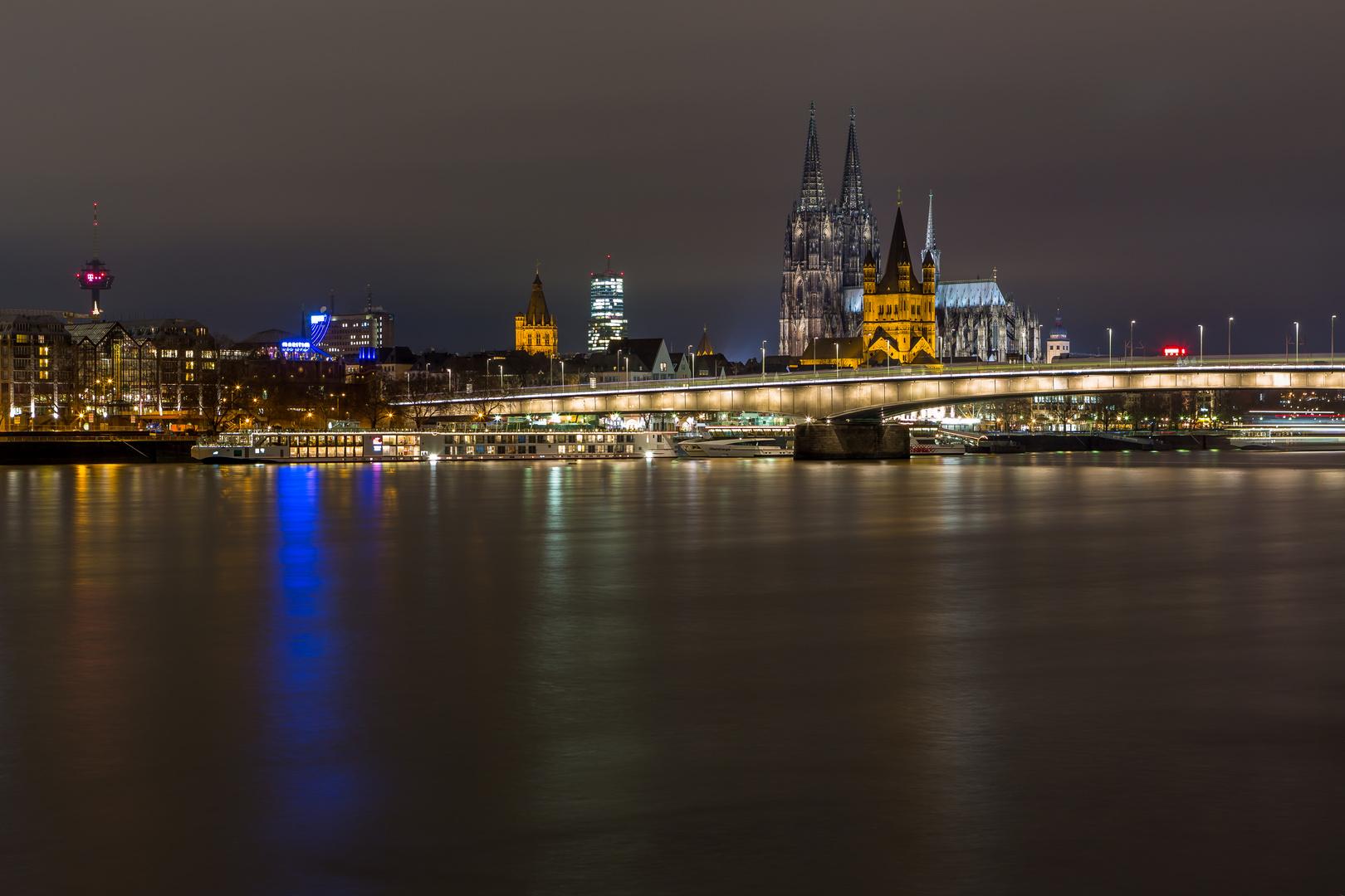 Der Kölner Dom mal ohne...