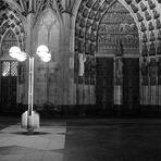 Der Kölner Dom und modernes Licht SW